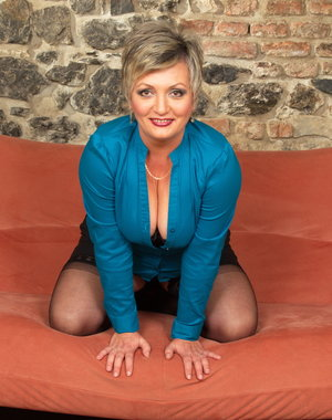 Naughty mature lady Philena loves to play with herself