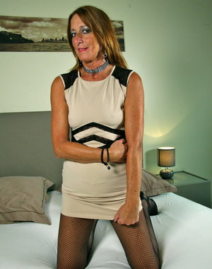 Naughty Dutch mature lady getting ready to be dirty