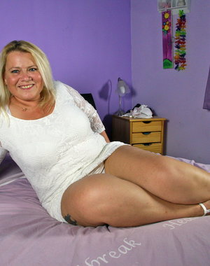 Naughty Dutch BBW loves playing and fooling around